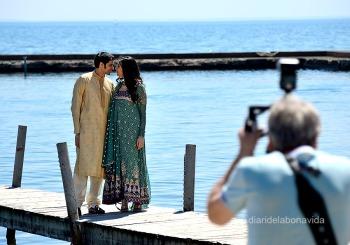 Les parelles aprofiten per fer-se fotos
