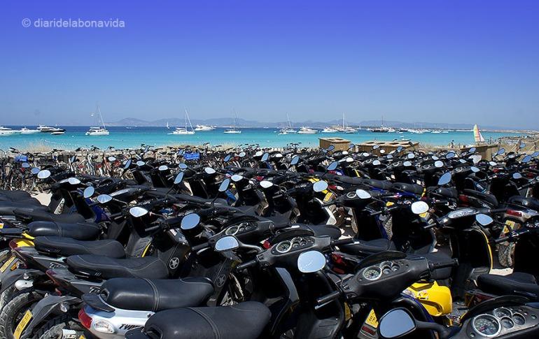 La moto, el transport més utilitzat a l'illa per desplaçar-se