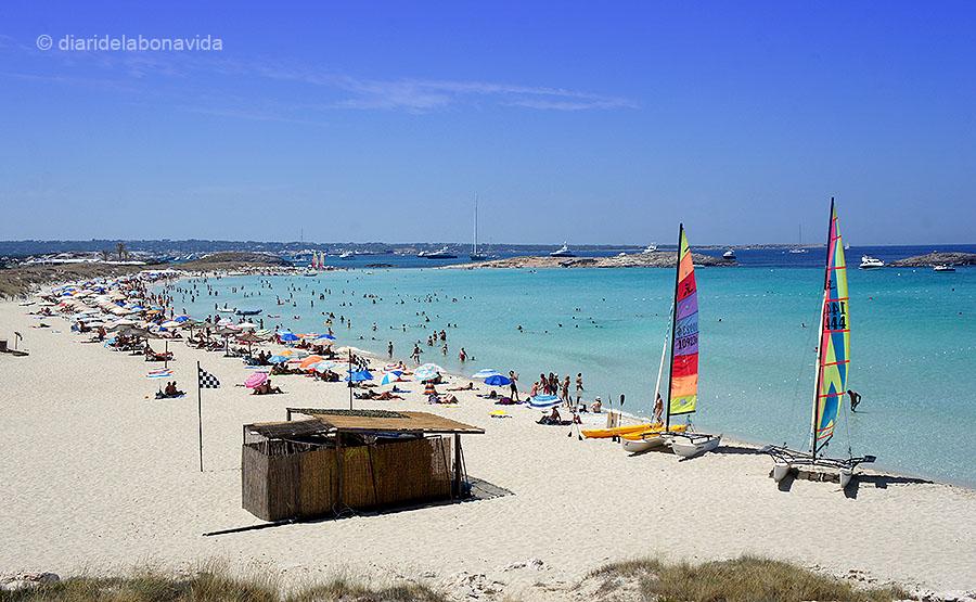 La platja de Ses Illetes és una de les més visitades de l'illa