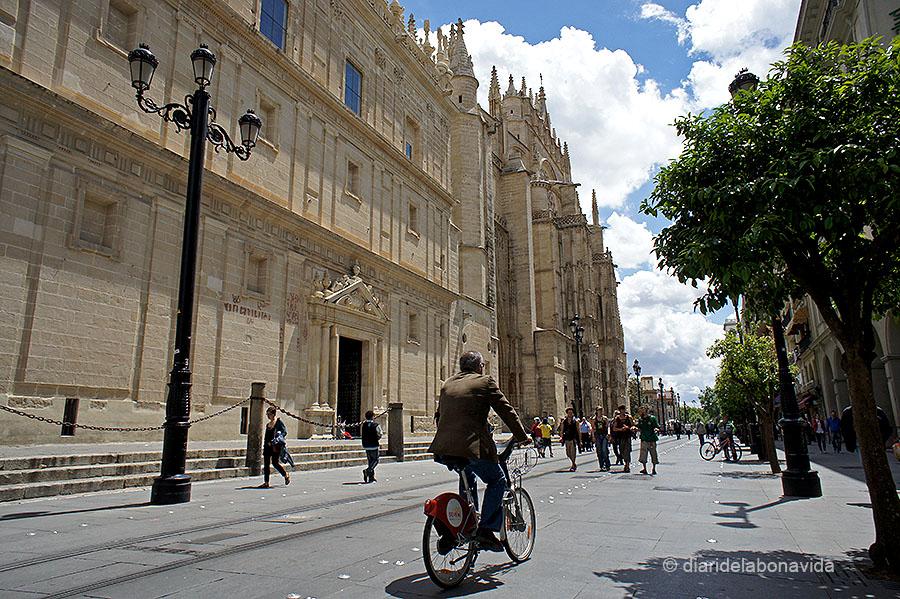 La Catedral es troba a l'Avenida Constitución, en ple centre