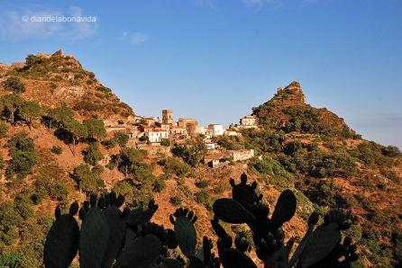 El petit poble de Savoca s'aixeca entre turons