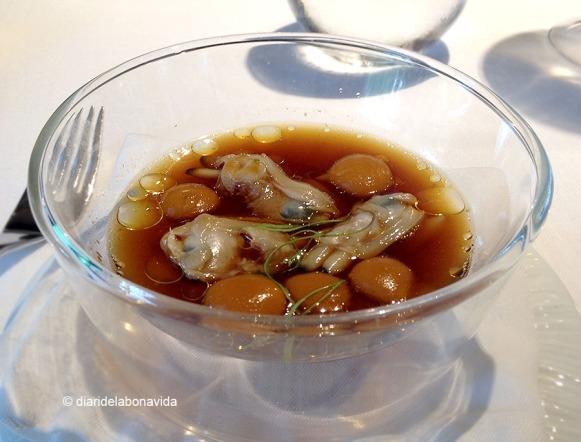 Curri de cloïsses de Carril amb llima Kafir. Per nosaltres, un dels millors plats del menú.