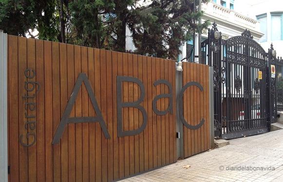Entrada al pàrking, a l'Avinguda Tibidabo, de Barcelona.