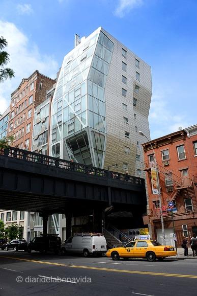 L'estructura metàl·lica és ben visible des del carrer