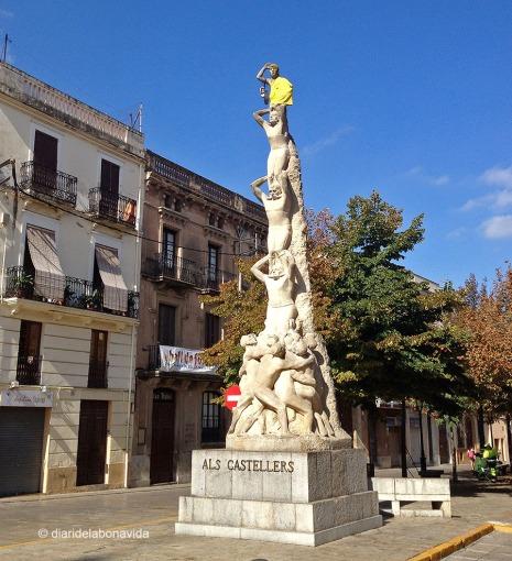 El monument als Castellers també mostrava unes espardenyes