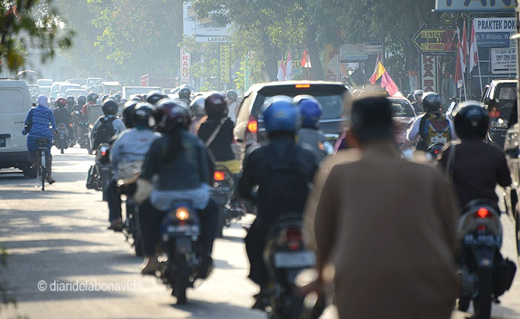 Milers de motocicletes inunden la ciutat de Yogyakarta