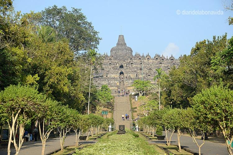 Per pujar al Borobudur calen unes bones cames