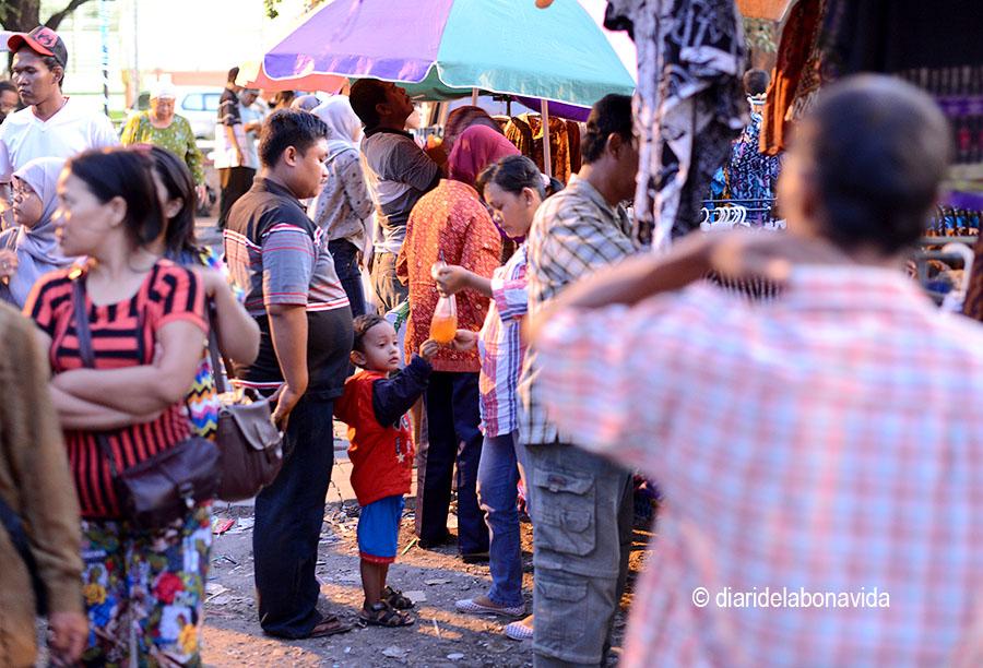 Un petit mercat a la ciutat de Solo