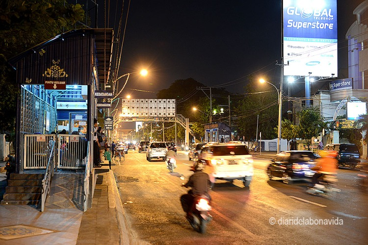 Ciutat de Semarang al vespre