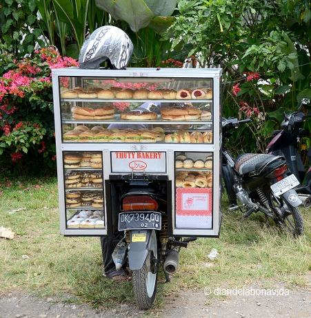 De tant en tant trobem una moto-bakery, on fem les postres del dia