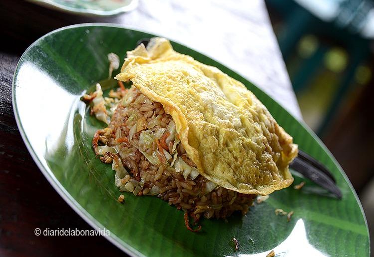 Com ens agraden els Nasi Goreng (arròs fregit amb verdures, pollastre i ou)