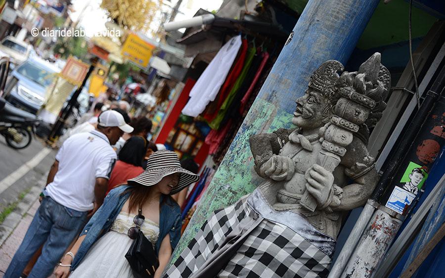 Monkey Forest Street és un dels carrers principals