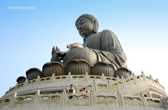 Sota el Buda Gegant de Lantau