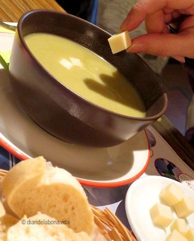 Mengem una boníssima sopa calenta. Amb formatge, és clar...