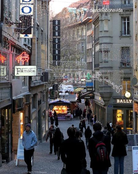 La Rue de Bourg és un dels carrers comercials més importants de Lausanne