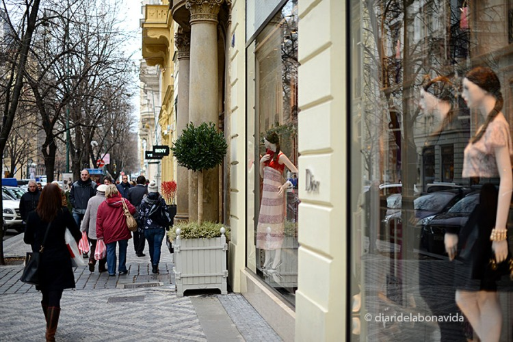 L'avinguda Pařížská és la zona de botigues de luxe
