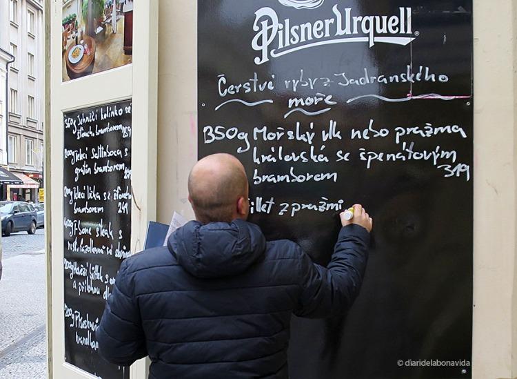 El txec és un idioma força complicat, però moltíssima gent parla l'anglès