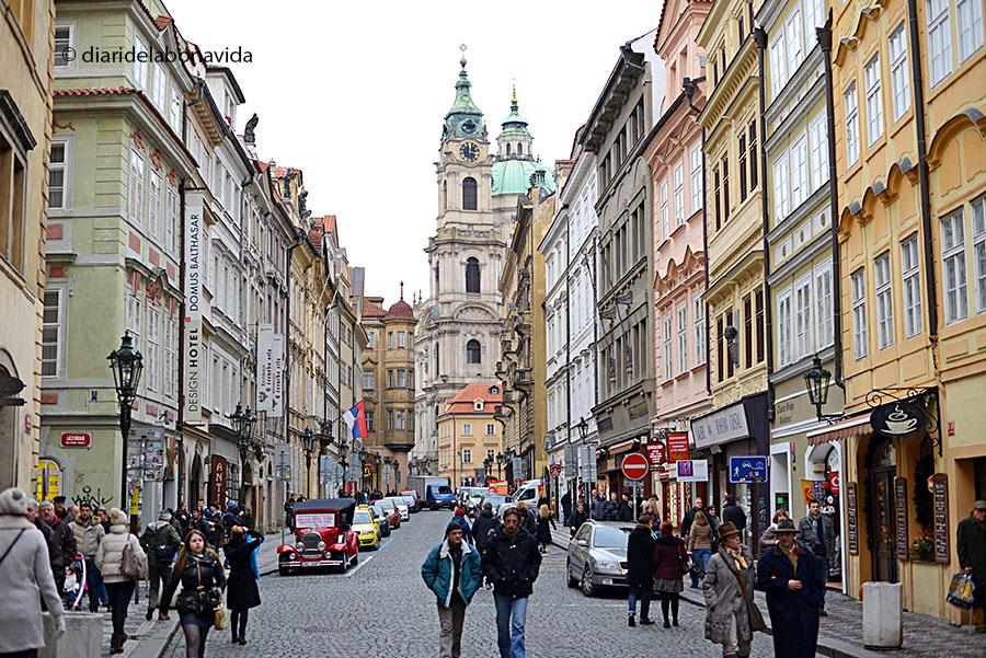 Accedim al barri de Malá Strana per Mostecká