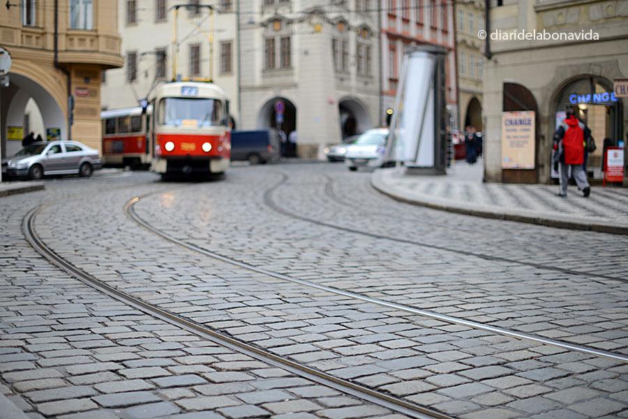 Tranvies a la Plaça Malostranské náměstí