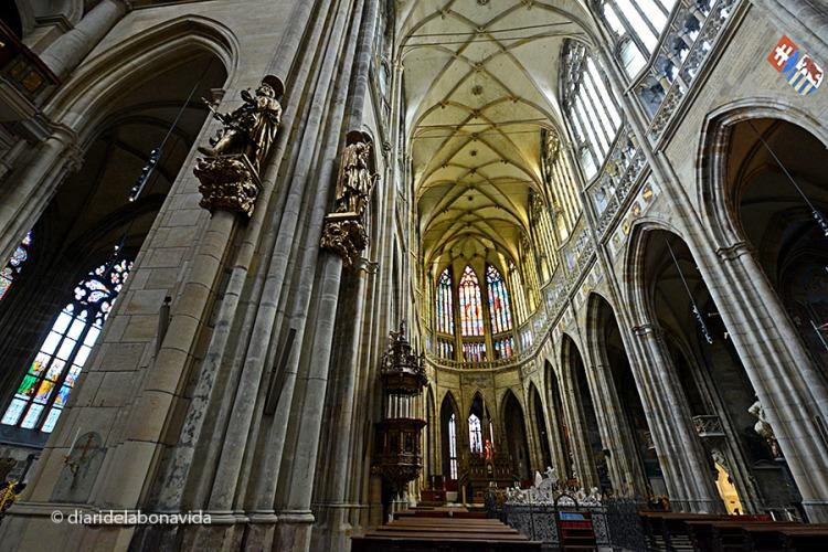 Interior de la majestuosa Catedral de Sant Vito