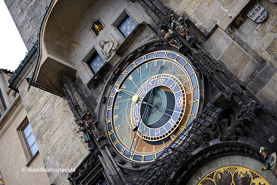 El famós rellotge astronòmic de la Plaça Vella