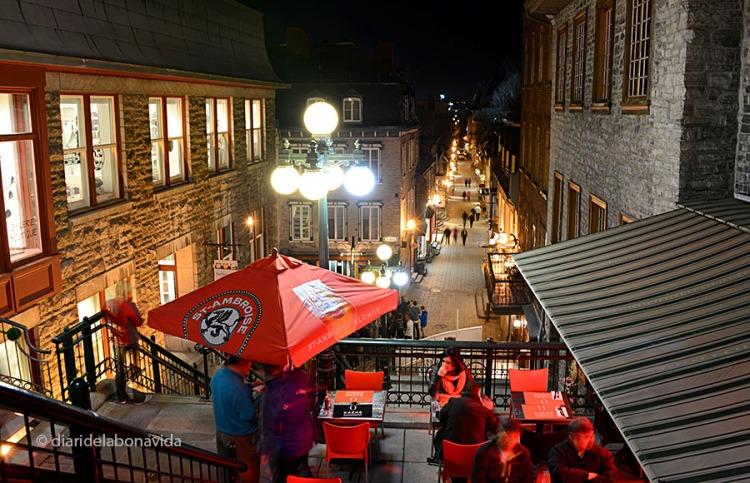 Vistes de la Rue Petit Champlain a la nit