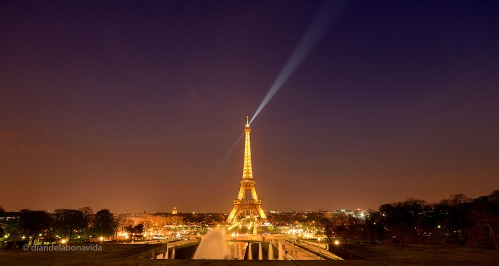 paris eiffel light