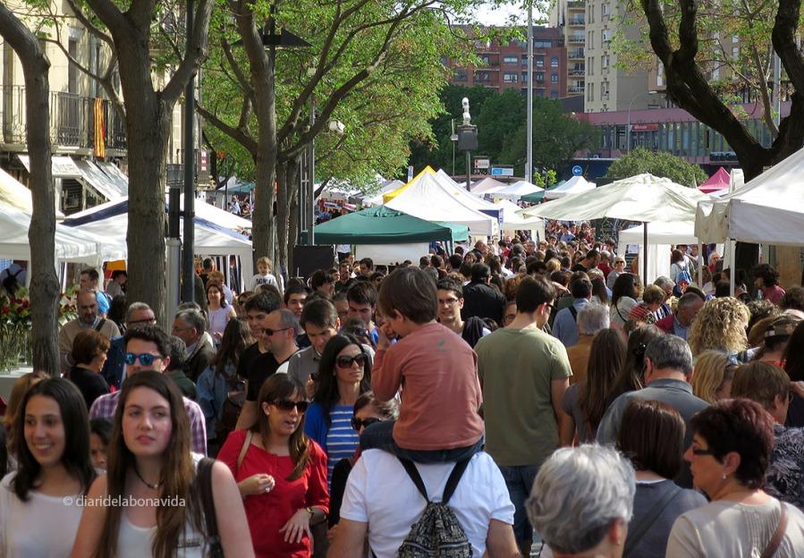 La Rambla de Girona és plena de gent