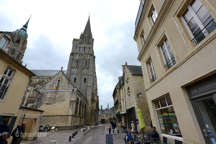 El tranquil poble de Bayeux...
