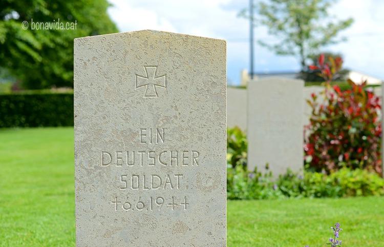 """També podem trobar tombes de combatents alemanys. Sense noms, només un simple """"Un soldat alemany"""""""