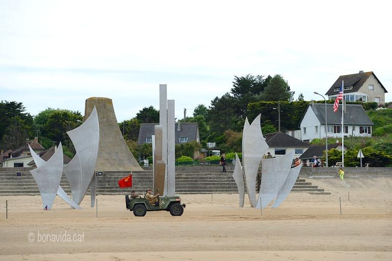 """L'escultura """"The Braves"""" recorda als valents caiguts en combat"""