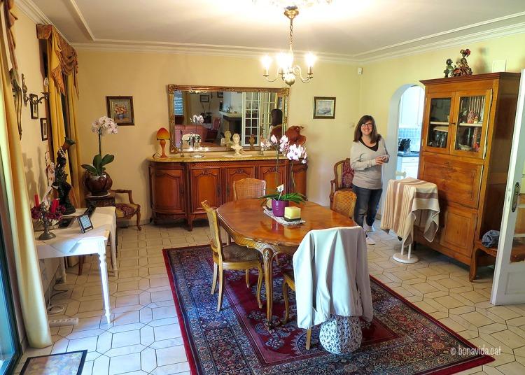 Acostumats a allotjar-nos en petites habitacions d'hotel, és tot un luxe una casa de 2 plantes per nosaltres sols