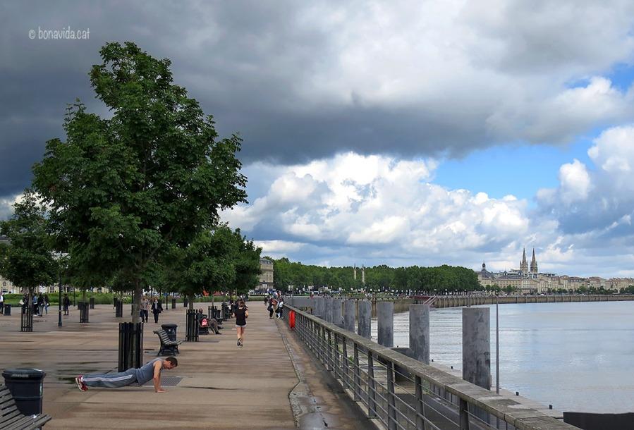 El riu Garona travessa la ciutat