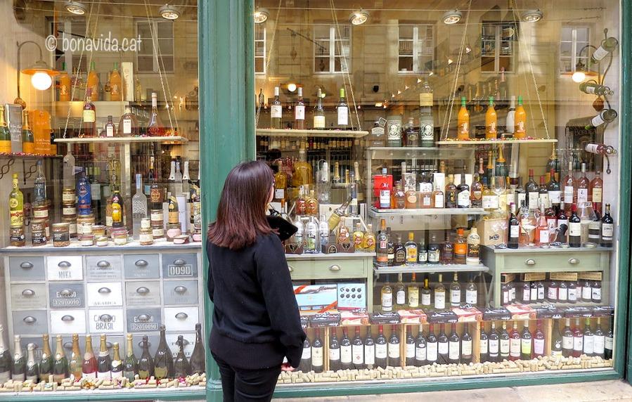 Burdeos és terra de vins, i abans de marxar de la ciutat comprem alguns