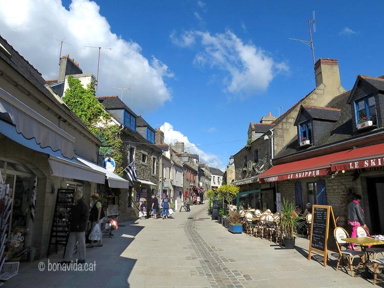 La Rue Vauban és el carrer principal de la Ville Close a Concarneau