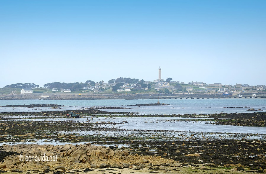 L'illa de Batz es troba davant de Roscoff