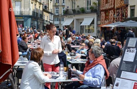 La Place Rallier du Baty és plena de terrasses de restaurants