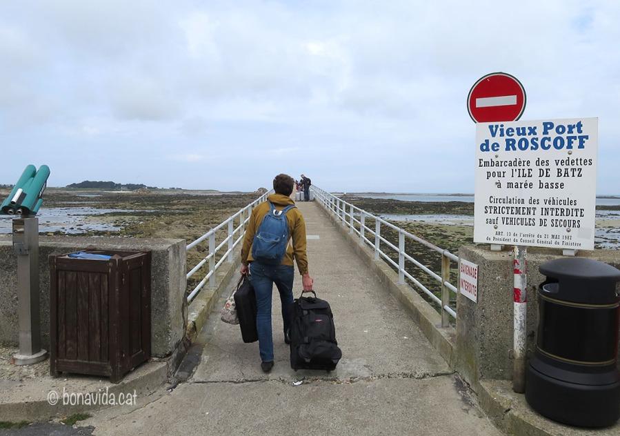La gent utitlitza molt el ferri per visitar illes veines o arribar a Anglaterra