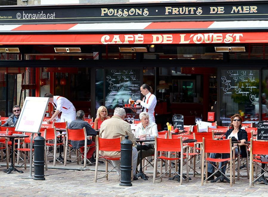 Existeix una gran diferència entre les cafeteries turístiques de les grans ciutats...