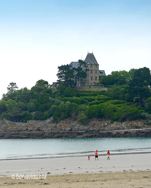 Algunes cases a la platja de Dinard van inspirar el Motel Bates de Hitchcock