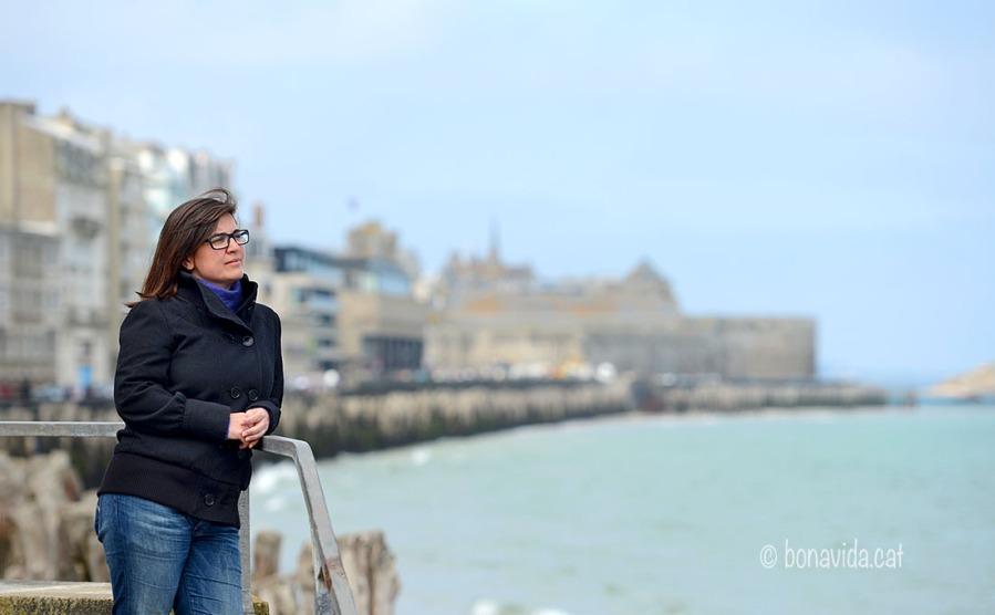Contemplant el mar davant St-Malo
