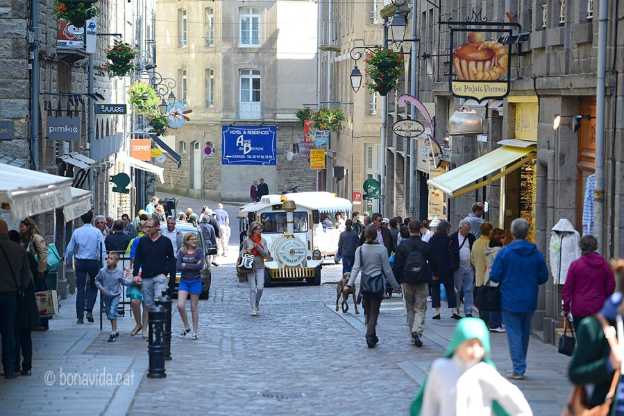 Restaurants, botigues i turistes a Saint-Malo