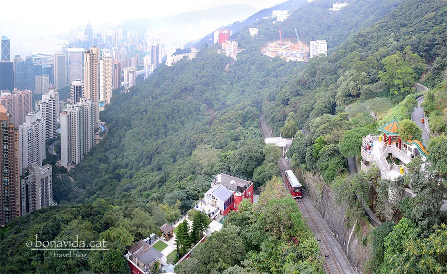 El funicular és la manera més popular de pujar a The Peak