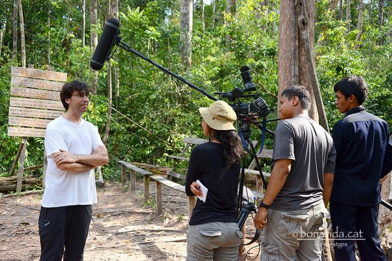 La Televisió Indonèsia està fent un reportatge, i ens entrevista!