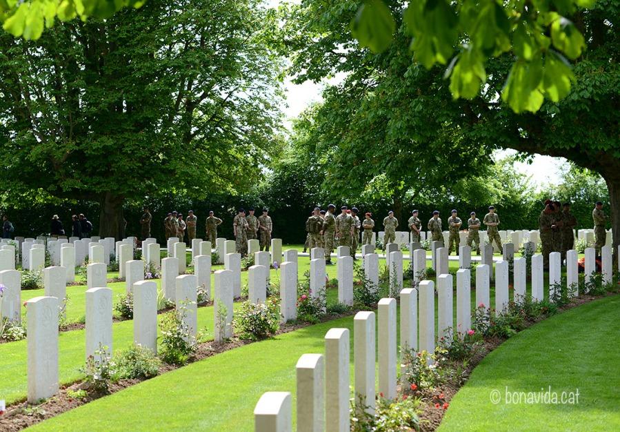 Els soldats assagen pels actes del dia de la Conmemoració