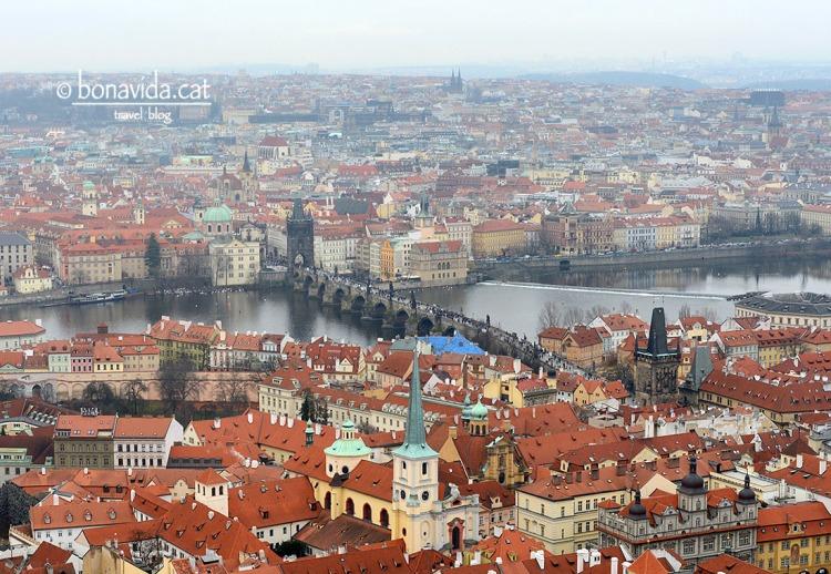 El pont uneix la ciutat Vella i la ciutat Petita