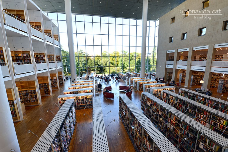La biblioteca de Malmö, una de les més maques que hem vist mai...