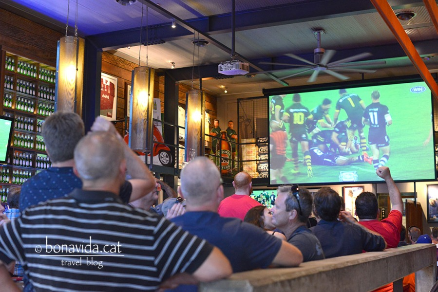 Avui juguen Austràlia contra Nova Zelanda a rugbi. Màxima rivalitat, i pubs plens!