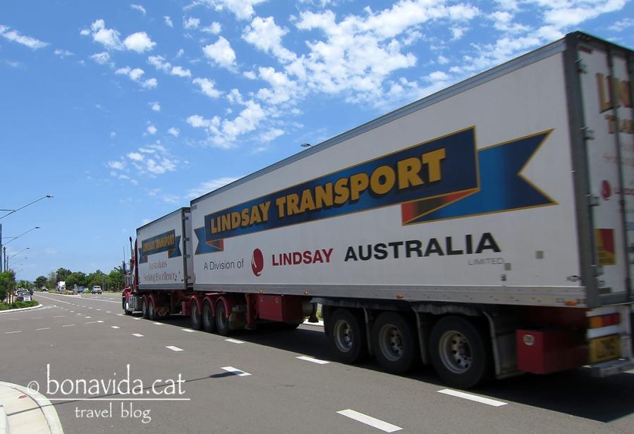 Els super camions circulen a tota llet per les carreteres. Cal anar amb compte!