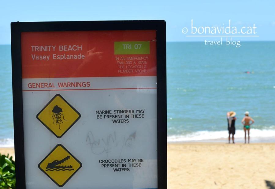 A la majoria de platges és aconsellable banyar-se només a la zona de seguretat. Avisats quedem de cocodrils i meduses...